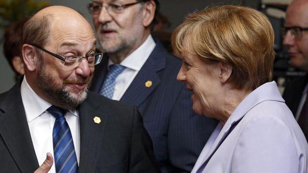 El candidato a la Cancillería alemana por el Partido Socialdemócrata (SPD), Martin Schulz y la actual canciller Angela Merkel. (EFE)
