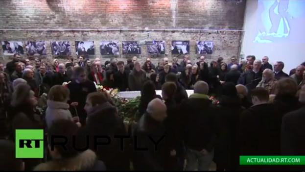 Captura de la señal en directo de Russia Today durante la despedida ciudadana a Boris Nemtsov. (RT)