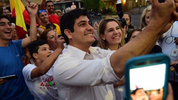 Carlos Alvarado, en la imagen durante su último Facebook Live como candidato electoral, agradeció a los votantes su respaldo este domingo. (@CarlosAlvQ)