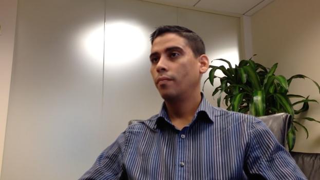 Carlos Amel Oliva, líder juvenil de la Unpacu, durante la entrevista en Miami. (14ymedio)