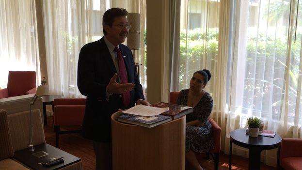 El exdiputado boliviano Carlos Sánchez Berzaín en conferencia de prensa este martes en Miami. (14ymedio)