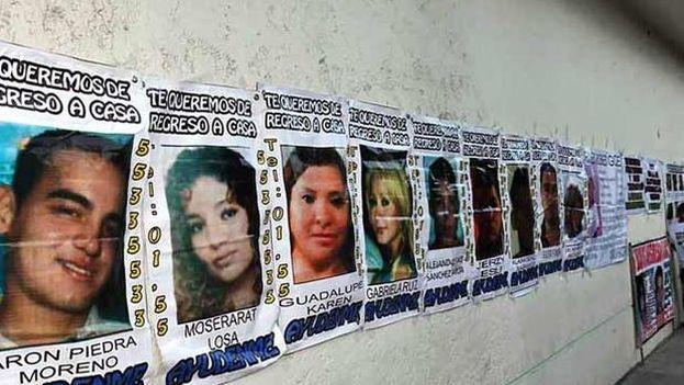 Carteles de búsqueda de los jóvenes desaparecidos en el 'Heaven'