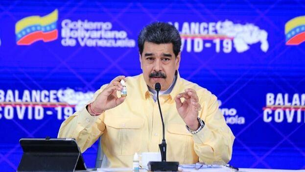 """El Carvativir, según Maduro, es una medicina """"totalmente inocua"""", pues """"no tiene ningún efecto secundario ni negativo"""". (EFE)"""