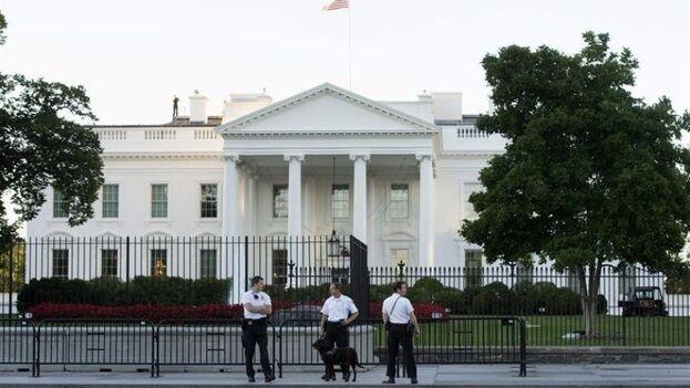 El correo que va a la Casa Blanca se clasifica y se analiza en una instalación externa antes de llegar. (EFE/Archivo)