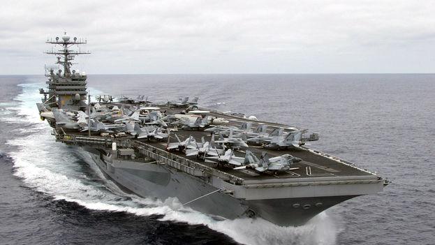 Supuestamente el portaaviones estadounidense Carl Vinson se dirigía a la península Coreana cuando en realidad tomó rumbo sur hacia el Índico. (wikimedia)