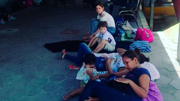 Los cubanos piden ayuda en las Casas de Migrantes para cruzar a EE UU como refugiados. (expreso.press)