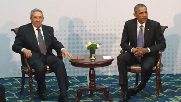 Raúl Castro y Barack Obama en la conferencia de prensa posterior a su encuentro en la Cumbre de las Américas
