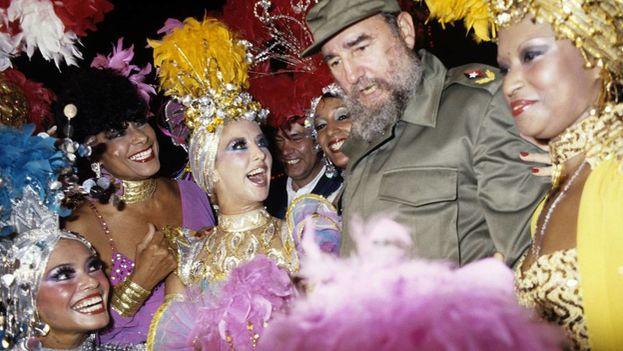 Fidel Castro y Felipe González estuvieron en el Tropicana durante la visita del expresidente español. (EFE)