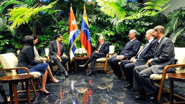 Raúl Castro reunido con Nicolás Maduro en La Habana. (Cancillería de Venezuela)