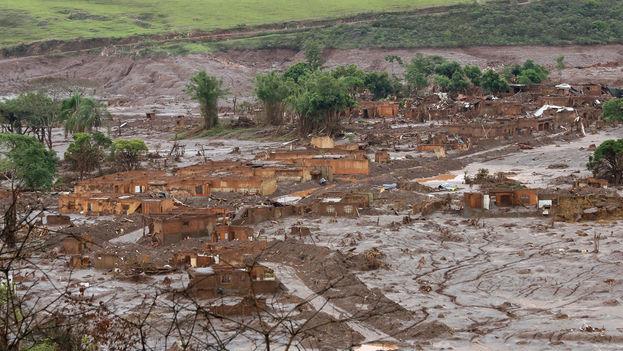 Catástrofe de las presas de Bento Rodrígues, en Mariana, en 2015. (Rogério Alves/TV Senado/ Wikipedia)