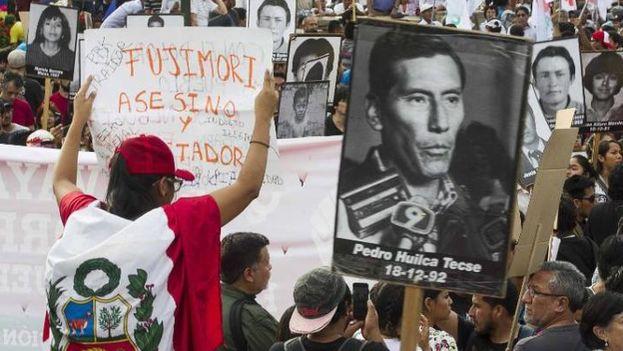 Centenares de personas se han manifestado estos días a favor y en contra del indulto al expresidente, encarcelado por crímenes de lesa humanidad. (Noticias de Barracas)