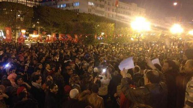 Centenares de tunecinos se manifestaron anoche contra el atentado terrorista en el museo del Bardo