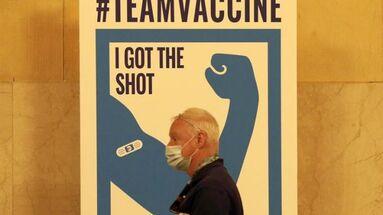 Sitio de vacunación en la estación Grand Central de Nueva York, EE UU. (EFE/ Peter Foley)