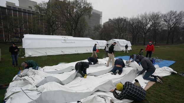 Central Park prepara desde este domingo un hospital de campaña para atender al gran número de contagiados que hay en Nueva York. (EFE)
