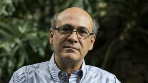 Carlos F. Chamorro fue agredido por agentes antimotines de la Policía Nacional cuando intentó poner una denuncia. (Fundación G.G. Márquez)