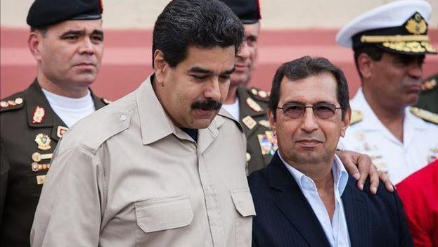 Adán Chávez (derecha), hermano del fallecido presidente Hugo Chávez, ha sido uno de los sancionados por EE UU. (EFE/Archivo)