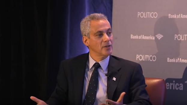 El alcalde de Chicago, Rahm Emanuel, durante la entrevista. (YouTube)