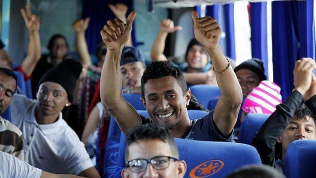 Ciudadanos venezolanos que viajan en autobús hasta la frontera ecuatoriana con Perú atraviesan Ecuador. (EFE Archivo)