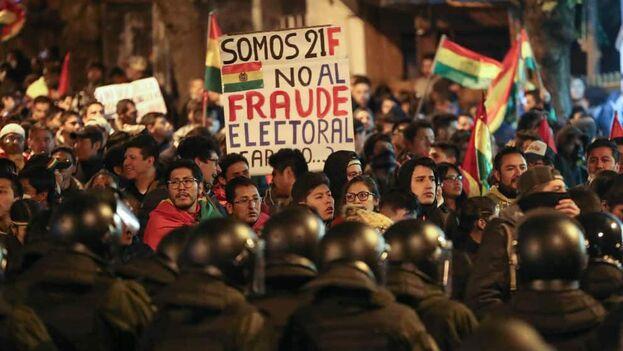 Ciudadanos exigen segunda vuelta durante marchas en Bolivia. (EFE)