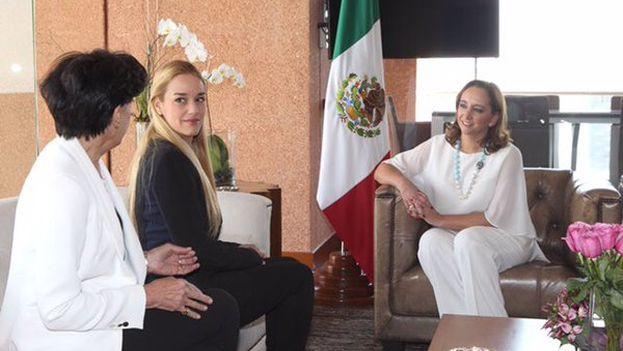 Claudia Ruiz Massieu con Lilian Tintori y Antonieta Mendoza. (@ruizmassieu)