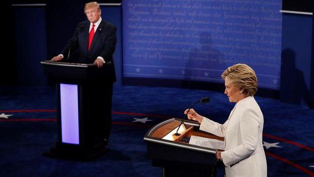Trump y Clinton en el debate en la Universidad de Nevada, Las Vegas.  (EFE/Mark Ralston)