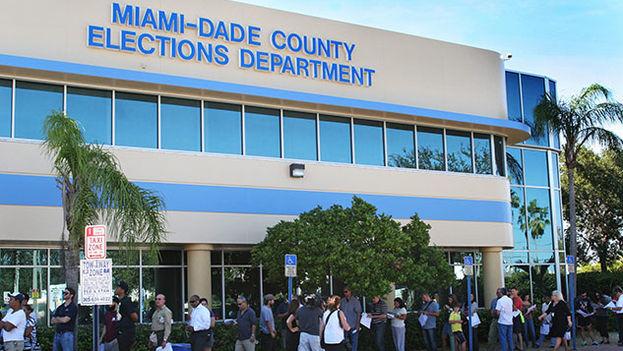 Colas en los colegios electorales de Miami durante las presidenciales de 2012. (EFE)