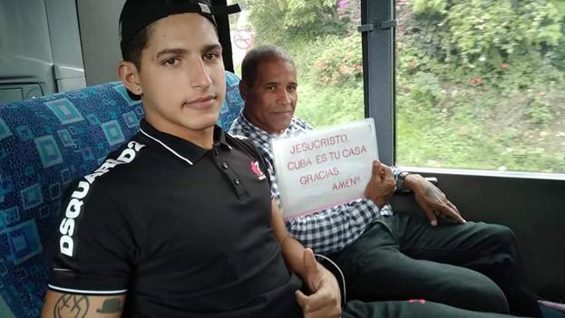 """""""Estamos en Colombia ahora y seguimos camino a Estados Unidos, iré contando a medida que vayamos transitando"""", aseguró Llorente a '14ymedio'. (Cortesía)"""