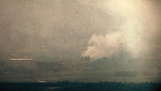 Columna de humo visible en la localidad fronteriza de Kaesong, en Corea del Norte, vista desde territorio del Sur.