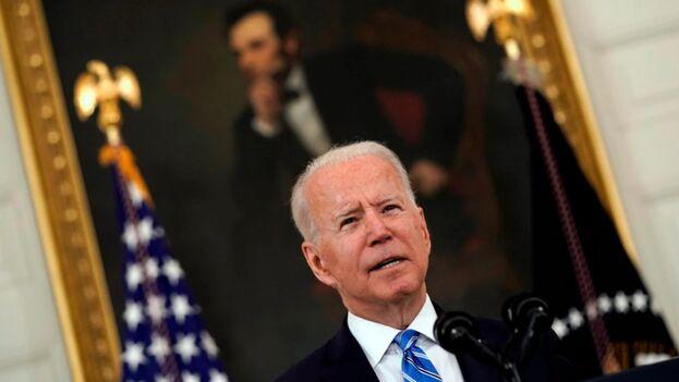 El presidente de Estados Unidos, Joe Biden, pronuncia un discurso sobre la recuperación económica en el Comedor Estatal de la Casa Blanca en Washington, este 19 de julio de 2021. (EFE / EPA / Yuri Gripas / POOL)