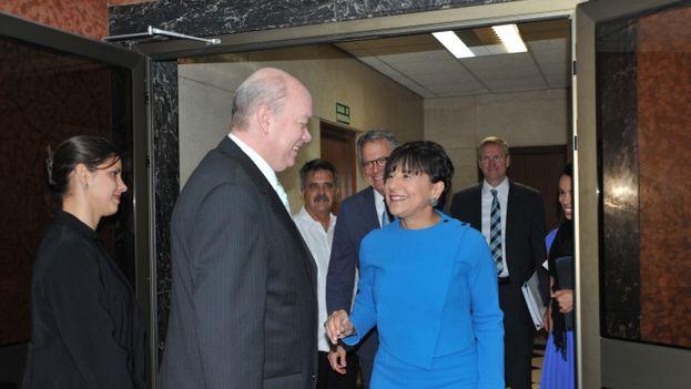 La secretaria de Comercio de EE UU, Penny Pritzker, y el ministro de Comercio de Cuba, Rodrigo Malmierca, el pasado mes de octubre. (Dep. de Comercio de EE UU)