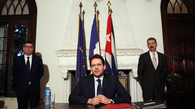 El secretario de Estado francés de Comercio Exterior, Matthias Fekl, habla en una rueda de prensa (Foto: Alejandro Ernesto/EFE)