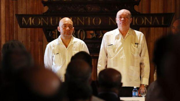 El secretario de Estado de Comercio de España, Jaime García-Legaz (i) y el ministro cubano de Comercio Exterior, Rodrigo Malmierca (d). (EFE)