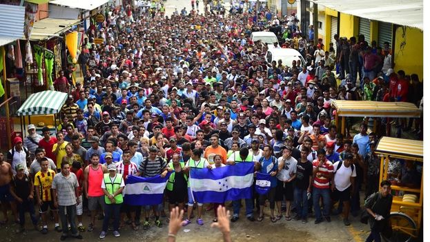 Con la caravana viajan representantes de organismos de derechos civiles y la Comisión Nacional de Derechos Humanos de México. (EFE)