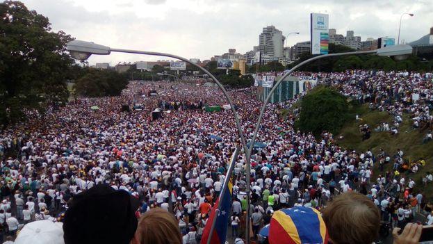 Concentración ciudadana este miércoles en Caracas. (@unidadvenezuela)