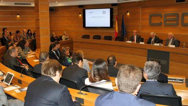 El alcalde de Miami, Tomás Regalado, en el encuentro de la Confederación Española de Organizaciones Empresariales en Madrid. (CEOE)