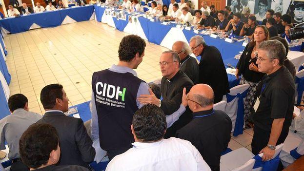 La Conferencia Episcopal, que participa activamente en los diálogos de paz, saluda a los representantes de la CIDH. (@PauloAbrao)