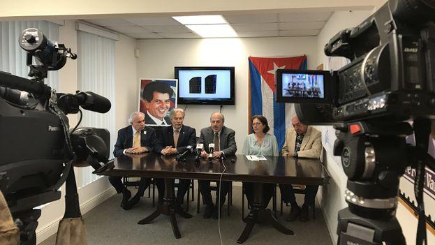 Conferencia de prensa de la Fundación para la Democracia Panamericana y CubaDecide en Miami. (14ymedio)