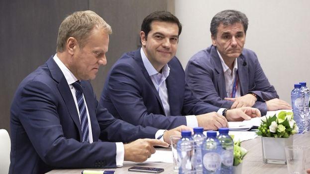 El presidente del Consejo Europeo, Donald Tusk, con el primer ministro griego, Alexis Tsipras en Bruselas. (UE)