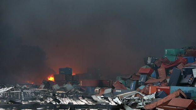 Contenedores afectados por la fuerte explosión del miércoles en la ciudad portuaria de Tianjin, China. (EFE/WU HONG)