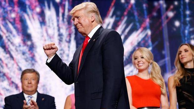 El candidato republicano a la presidencia, Donald Trump,  tras ofrecer un discurso en el cierre de la Convención Nacional Republicana. (EFE/Michael Reynolds)