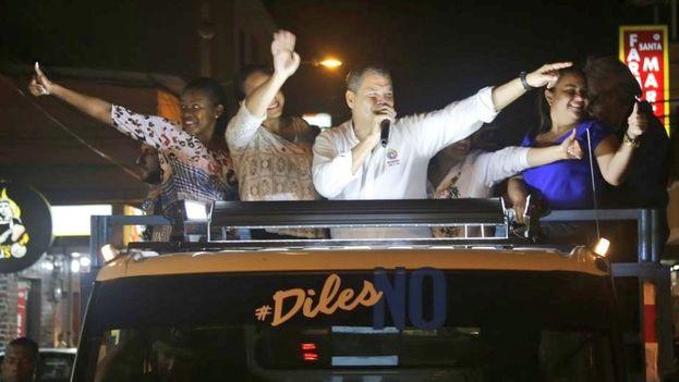 Correa ha regresado de Bruselas, donde reside actualmente, para participar en una campaña 'puerta a puerta' por el No. (@MashiRafael)