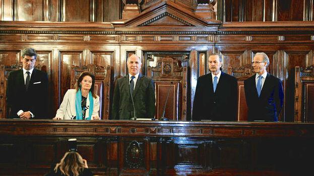 La Corte Suprema argentina la integran una mujer y cuatro hombres. (Télam)