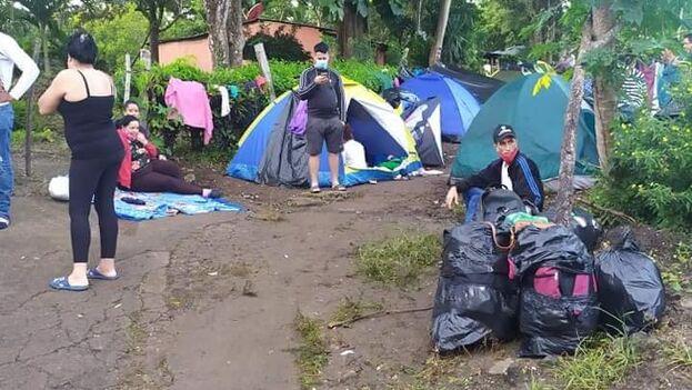 Las condiciones en el campamento de cubanos en la frontera entre Costa Rica y Nicaragua son precarias, denuncian los refugiados. (Facebook/Miriela Oliva Respuestos)