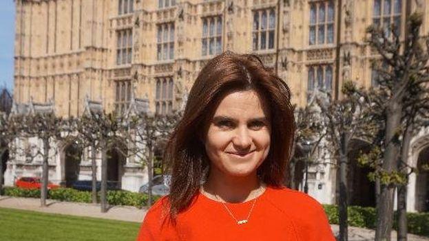 Jo Cox murió este jueves haciendo campaña por la permanencia del Reino Unido en la UE. (Twitter)