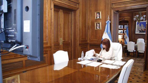 La vicepresidenta argentina, Cristina Fernández, durante una audiencia judicial virtual, en Buenos Aires. (EFE/Senado Argentina)