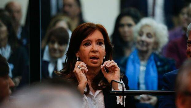 Cristina Fernández de Kirchner en la primera jornada del primer juicio en su contra por supuesta corrupción. (EFE/Juan Ignacio Roncoroni)