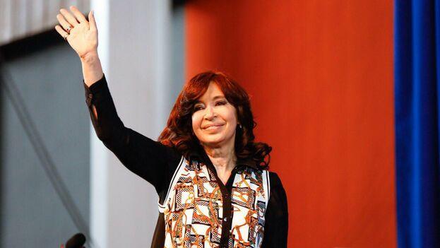 Cristina Fernández de Kirchner reapareció tras su último viaje a Cuba en el acto de presentación de 'Sinceramente'. (@CFKArgentina)
