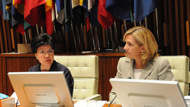 Cristina de Borbón junto a Margaret Chan en una reunión de la Organización Panamericana de Salud. (OMS)