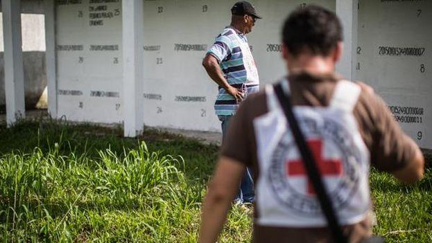 Cruz Roja capacita a los funcionarios para mejorar la búsqueda de personas y el manejo de restos humanos. (@CICR_co)