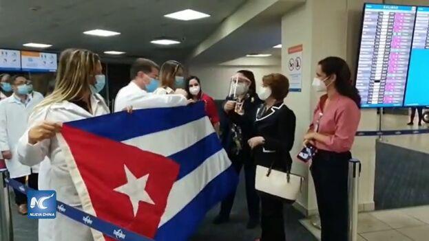 Cuba envió a Panamá en diciembre de 2020 unos 230 sanitarios, cuando ese país sufría la segunda ola del coronavirus SARS-CoV-2. (Captura)